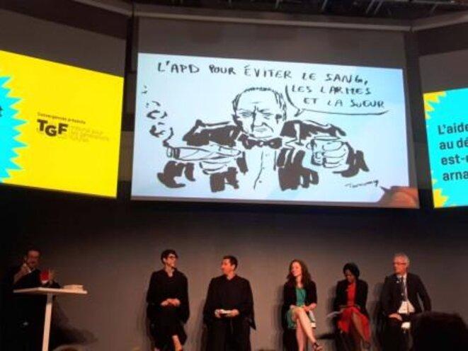 """Un faux procès reprenant un vrai débat sur """"L'aide publique au développement est-elle une arnaque?"""" © Usbek & Rica"""