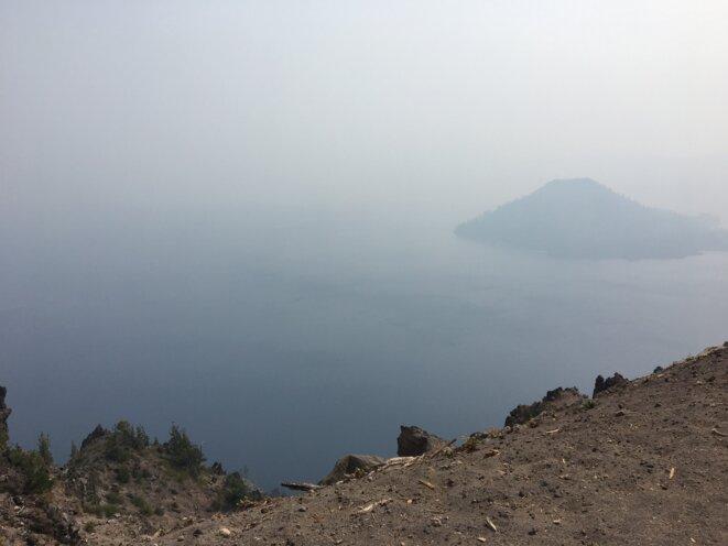 Crater Lake rendu invisible par la fumée des incendies