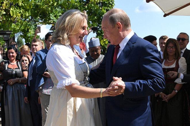 Poutine aux noces de la ministre des affaires étrangères autrichienne © Russie 1