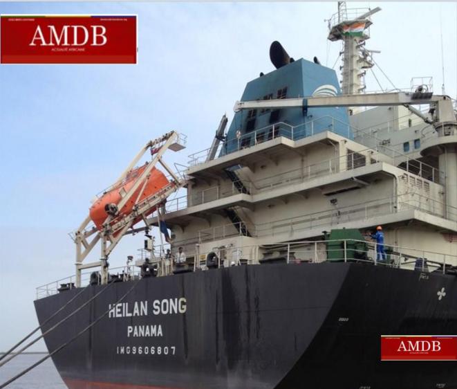 """""""M/V HEILAN SONG"""", Navire Minéralier de 190 m de long, battant pavillon Panaméen, chargé de plus de 50.000 tonnes de manganèse."""