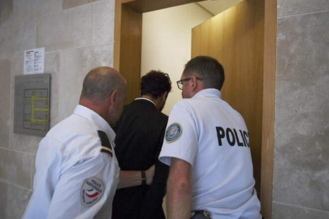 Saad Lamjarred conduit par la police au sein de la Cour d'Appel d'Aix en Provence