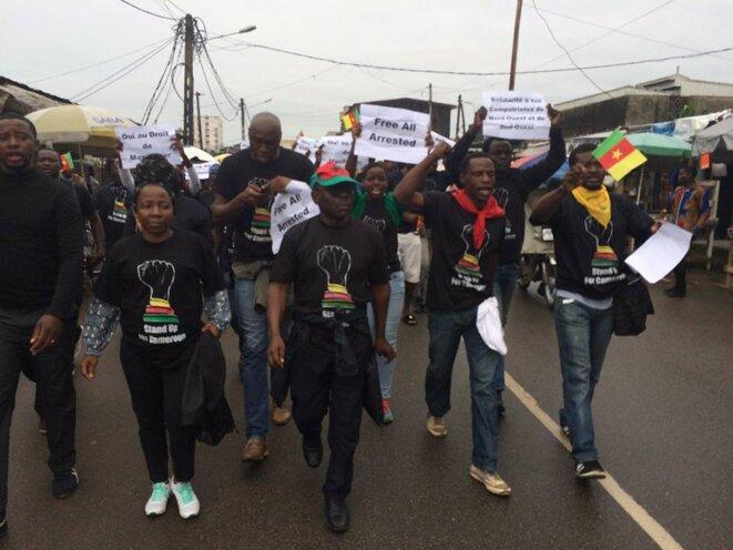 Marche de Douala du 22 octobre 2017 en soutien au frères et sœurs anglophones. Jules Anama (2ème à partir de la droite)