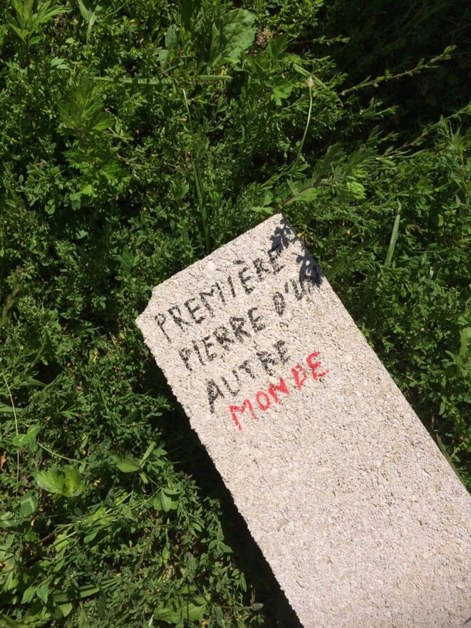 La première pierre, terrain de Sevran-16 juin 2018 © Mathilde Larrère