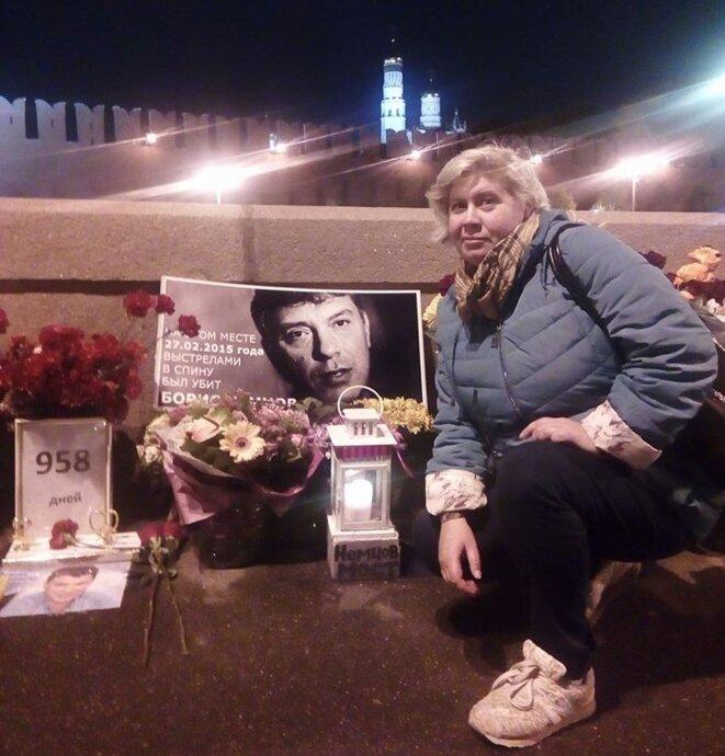Nadezhda Pétrova auprès du mémorial Boris Nemtsov © Nadezhda Pétrova