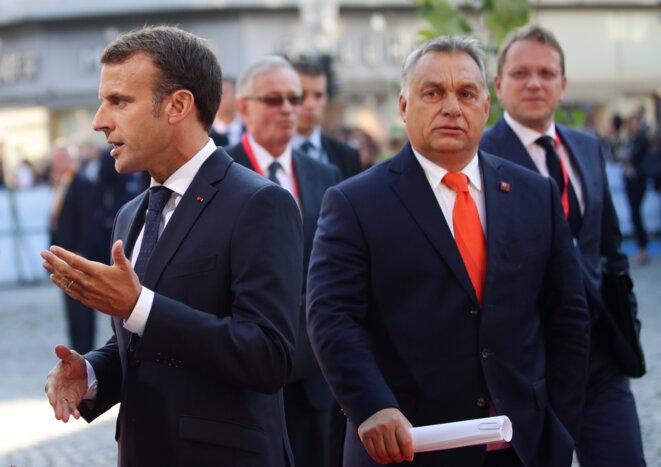 Emmanuel Macron (à gauche) et Viktor Orbán, le président hongrois, lors du sommet informel de Salzbourg en Autriche, le 20 septembre 2018. © Reuters/Lisi Niesner
