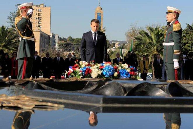 Emmanuel Macron lors d'une cérémonie au mémorial du Martyr à Alger le 6 décembre 2017. © Reuters