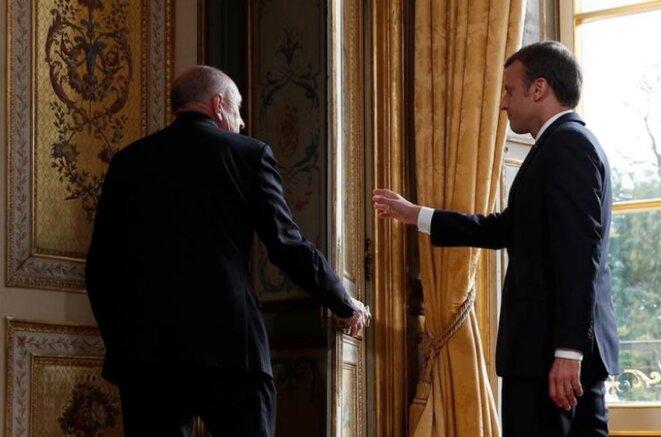 Gérard Collomb et Emmanuel Macron à l'Élysée, en octobre 2017. © Reuters/Christophe Ena/Pool