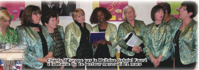 Thérèse Farré-Fizio (robe à chevrons) - Denise Vial (extrême droite) et les dames de la MGF. Célébration du 50e anniversaire des Traités de Rome (1957-2007), organisée à Marseille par le CEM (Comité Européen Marseille) en partenariat avec le SGAE - Secrétariat général des affaires européennes (administration de mission placée sous l'autorité du Premier ministre). © Philippe Léger