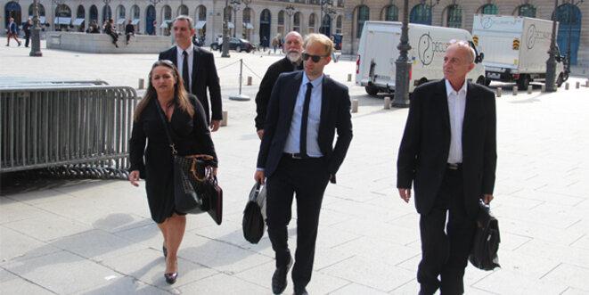 Le groupe d'experts OSDEI à l'entrée du ministère - Brigitte Vitale, Philippe Pardié, Daniel Ricordel, Nicolas Bartko et Patrick Follain. © Eurojournalist(e) / CC-BY-SA 4.0int