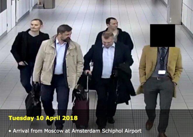 L'arrivée des quatre Russes à l'aéroport d'Amsterdam.