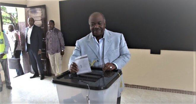 6 octobre 2018- Ali Bongo Ondimba accomplissant son devoir de citoyen