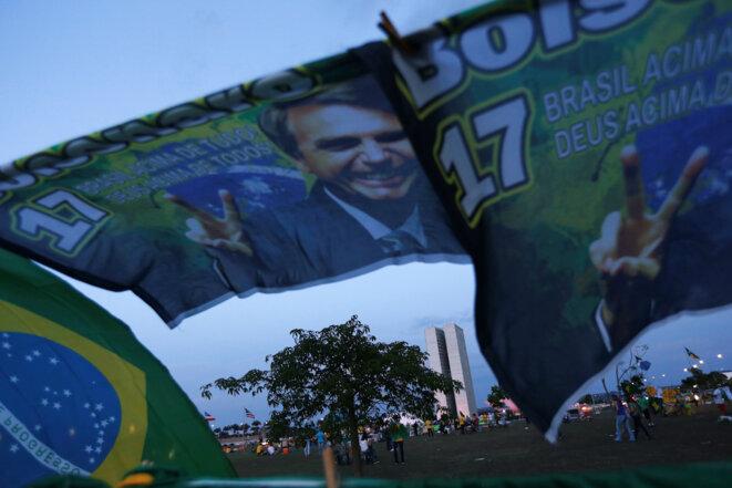Dimanche 7 octobre 2018. Banderoles pro-Bolsonaro, à Brasilia. © Adriano Machado / Reuters