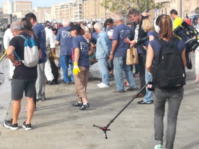 De nombreux bénévoles sont venus prêtés main forte aux organisateurs. © Ph L
