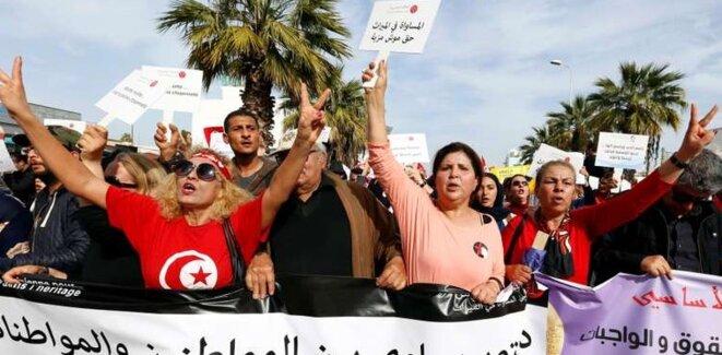 Marche pour l'égalité entre les femmes et les hommes à Tunis, en mars 2018. © Reuters