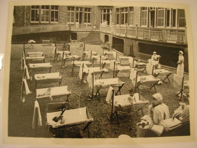 Photo de l'École nationale de protection judiciaire de la jeunesse (ENPJJ) datant de 1952. © Ministère de la justice