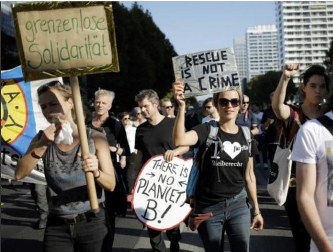 berlin-13-octobre-foule-grenzenlose-solidaritat