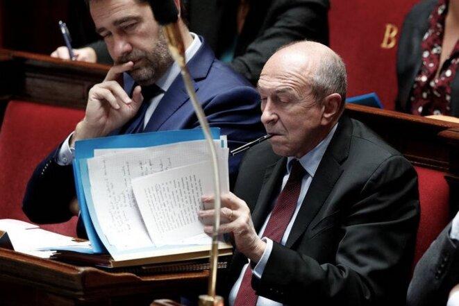 Gérard Collomb sur le banc des ministres à l'Assemblée nationale, aux côtés de Christophe Castaner qui lui succède, ce mardi 16 octobre, au ministère de l'intérieur. © Reuters