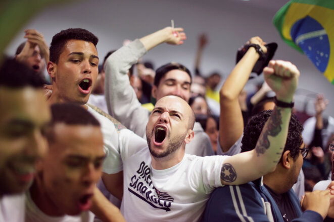 Des soutiens de Jair Bolsonaro après la publication des résultats du premier tour, le 7 octobre 2018 à Sao Paulo © Reuters / Ueslei Marcelino.