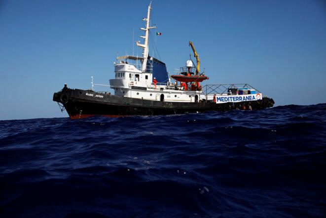 """Le """"Mare Ionio"""" au lendemain de son départ, le 5 octobre 2018. © Reuters / Alkis Konstantinidis"""