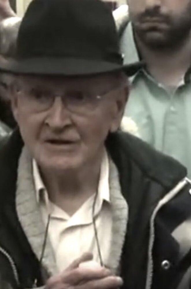 Robert Faurisson, à la sortie de son procès en appel, le 17 mars 2016. © Capture d'écran Youtube