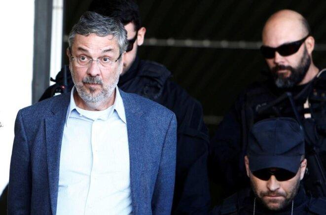 Antonio Palocci sortant du tribunal le jour de sa condamnation, le 26 juin 2017. © Reuters
