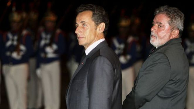 Nicolas Sarkozy accueilli à Brasilia par Luiz Inácio Lula da Silva, le 6 septembre 2009. © Reuters