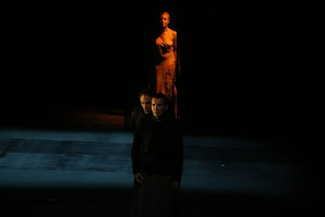 """Scène du spectacle """"Le pont"""" © dr"""