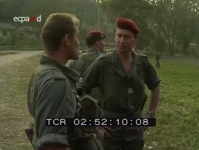 A droite, le colonel Jacques Rosier, patron des opérations spéciales françaises au Rwanda. © DR