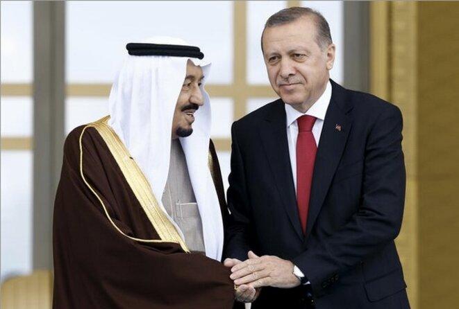 Recep Tayyip Erdogan et le roi saoudien Salmane à Ankara, le 12 avril 2016. © REUTERS/Umit Bektas