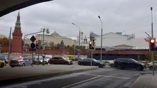 Sous le pont du Kremlin... vue sur le Kremlin © CB