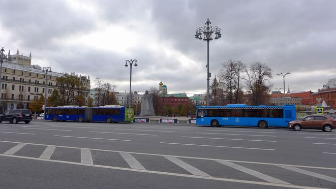 Statue de Marx entre l'hôtel Métropol et l'hôtel Moskva © CB