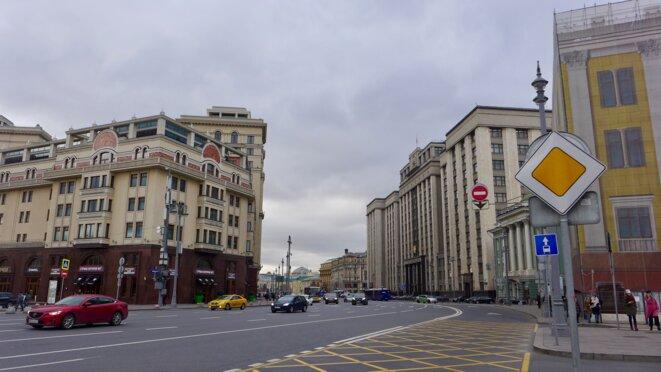 La Douma d'Etat fait face à l'Hôtel Moskva,, qu'on a dit dessiné par Staline et récemment reconstruit. © CB