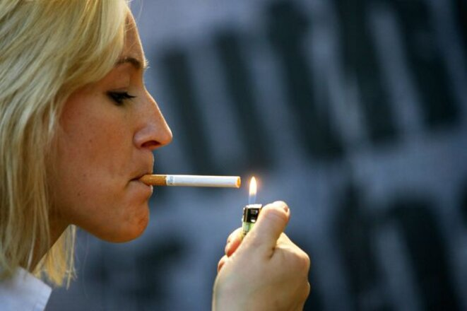 femmes-fumeuse