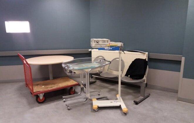 Un salarié de la maternité du Blanc a immortalisé le déménagement des meubles de l'établissement le 30 octobre 2018. © DR