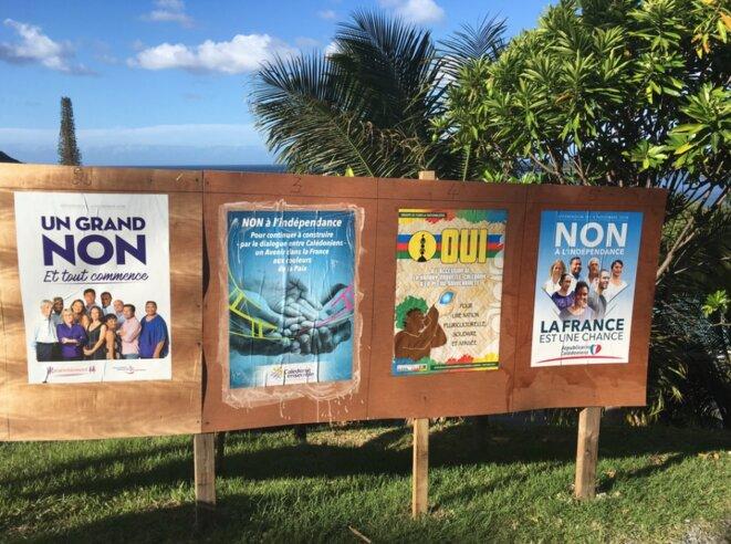 Affiches électorales à proximité de la mairie de Hienghène © JC