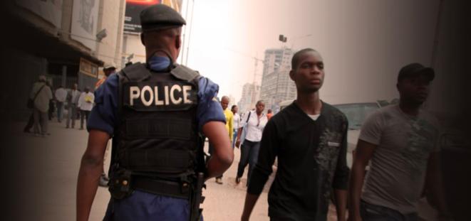 Police congolaise à Kinshasa © Christophe Rigaud - Afrikarabia