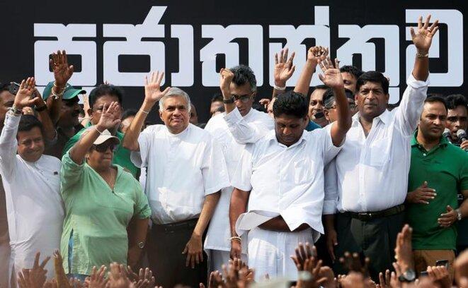 Ranil Wickremesinghe, lors d'une manifestation contre son éviction, à Colombo, le 30 octobre 2018. © Reuters