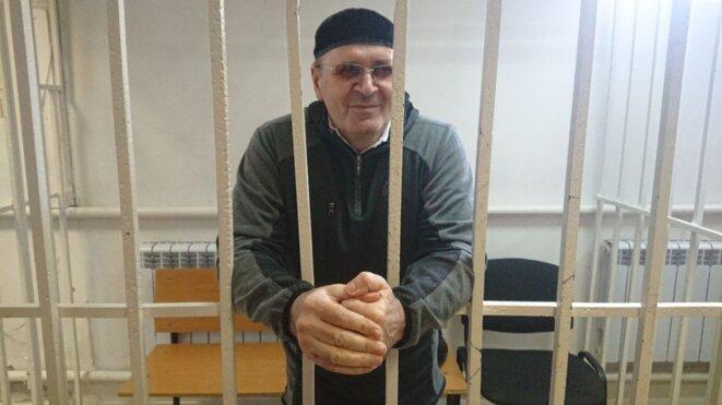 Oïoub Titiev, le 15 octobre 2018, devant le tribunal de Chali. © (Memorial)