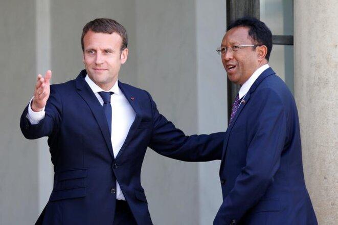 Le président sortant Hery Rajaonarimampianina accueilli à l'Élysée par Emmanuel Macron, le 28 juin 2017, à Paris. © Reuters