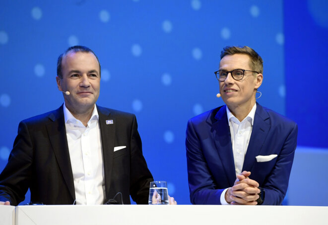 Manfred Weber (à gauche) et Alex Stubb lors du débat, mercredi 7 novembre 2018, au Palais des congrès de Helsinki.© Reuters/Heikki Saukkomaa