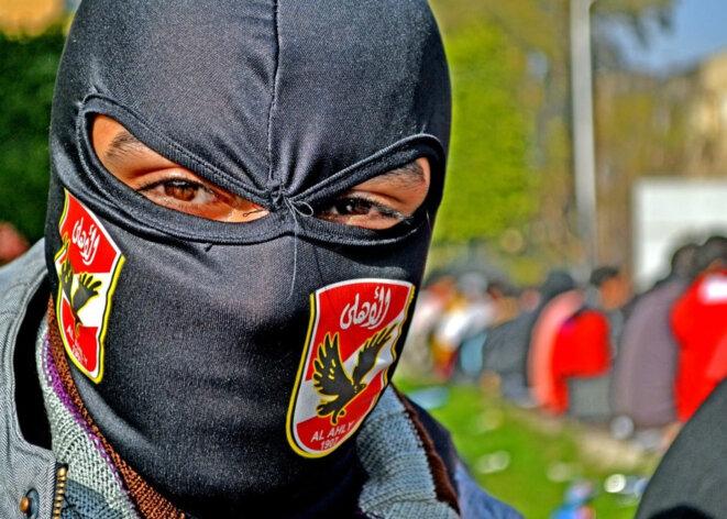 Un membre des Ultras Ahlawy lors des manifestations antigouvernementales de 2011