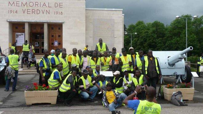 Étape hommage aux anciens combattants au Mémorial de Verdun lors de la Marche européenne des Sans Papiers et Migrants, Douaumont, 12 juin 2012.