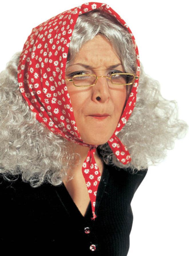 Moderne Anastasie sous son déguisement passe-partout au regard fourbe