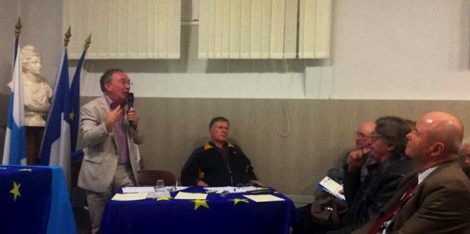 Intervention d'Alain Pierre Merger qui rappelle les règles de fonctionnement de la zone euro. © MEP