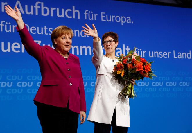 Angela Merkel y Annegret Kramp-Karrenbauer durante un congreso de la CDU en Berlín el 26 de febrero de 2018. © Reuters / Fabrizio Bensch