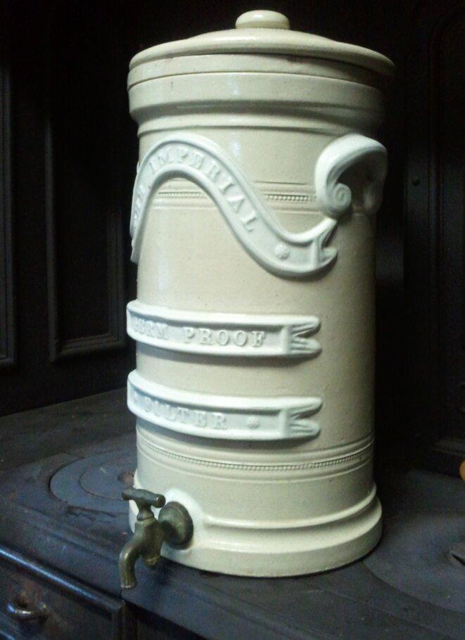 Filtre à eau en céramique, époque victorienne © Clark Mills