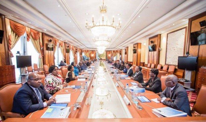 Photo illustrant un conseil des ministre au Gabon