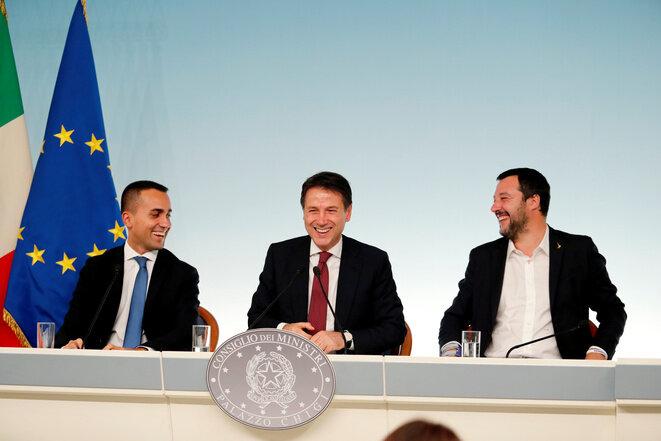 Giuseppe Conte (en el centro), presidente del Consejo italiano, y sus dos vicepresidentes, Luigi Di Maio (M5S) a la izquierda y Matteo Salvini (Liga). © Reuters