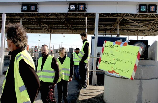 Des manifestants au péage de Montgiscard, dans la périphérie de Toulouse. © ER