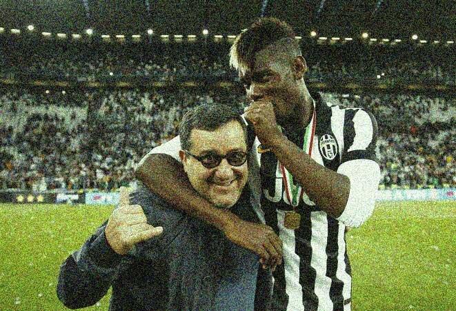 Paul Pogba (à droite) et son agent Mino Raiola sur la pelouse du Juventus Stadium de Turin le 23 juin 2015. © LaPresse - Spada